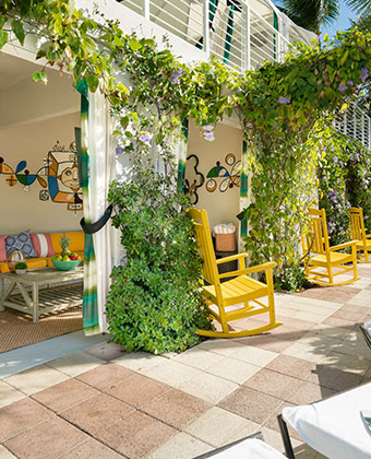 Boutique Hotel Amenities   Kimpton Surfcomber Hotel on South Beach